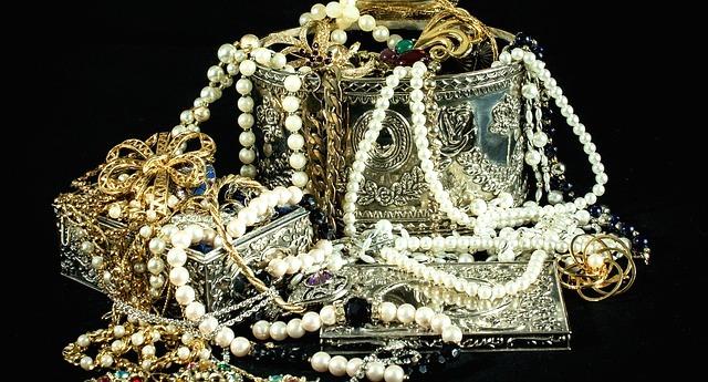 jewels-396441_640