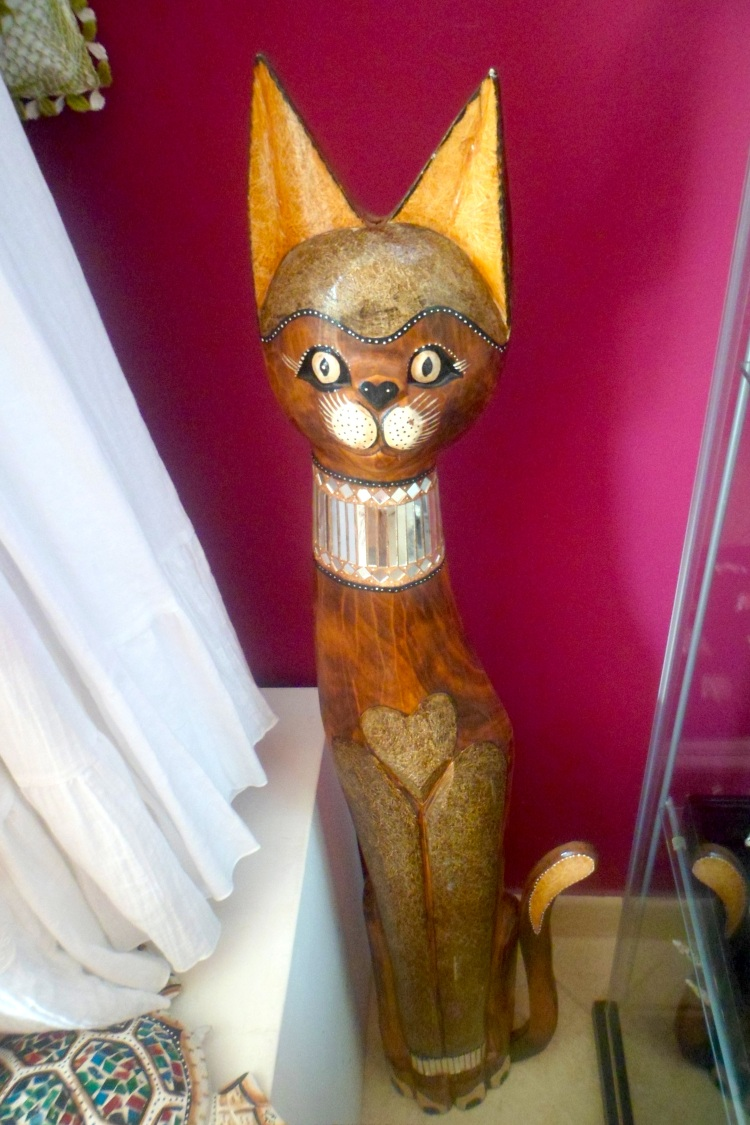 Cat sculpture Cape Verde Wood Carving SAM_1773